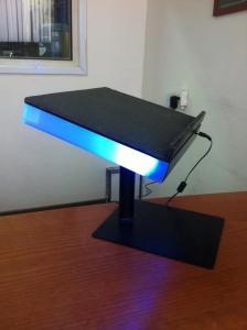 מעמד למחשב צבעוני כחול